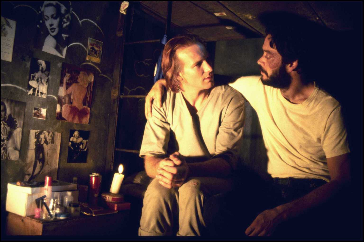 William Hurt and Raul Julia in Kiss of the Spider Woman (HB Filmes)