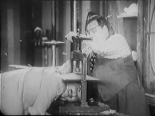 Buzzin' Around (1933)