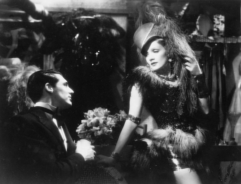 an analysis of the film blonde venus by josef von sternberg A disappointer much of the blame is to be laid at director josef von sternberg's doorstep in a desire to glamorously built up marlene dietrich he sloughs almost every other element that goes.