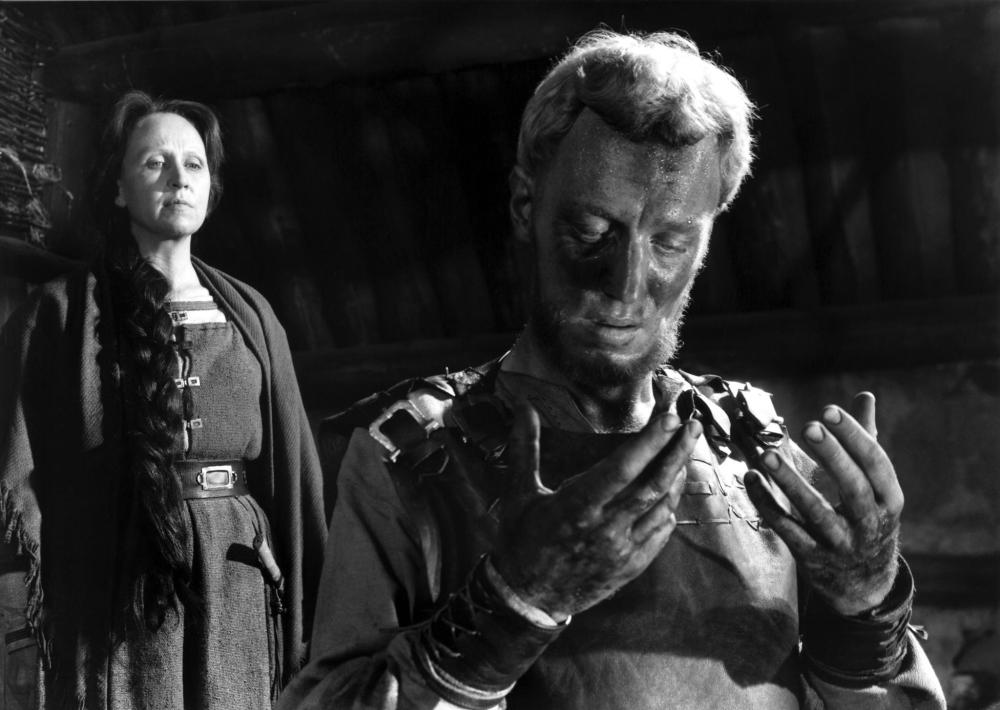 still-of-max-von-sydow-and-birgitta-valberg-in-jungfrukällan-(1960)